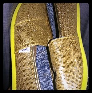 TOMS Gold Glitter size 5.5Y